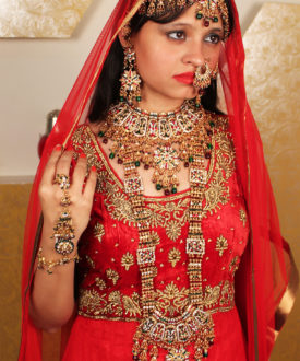 Glittery Red and Green Eight Pieces Bridal Set
